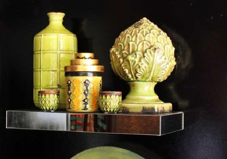 Adornos en cerámica, en degrade de verdes con detalles en cobre, grises y negro 1
