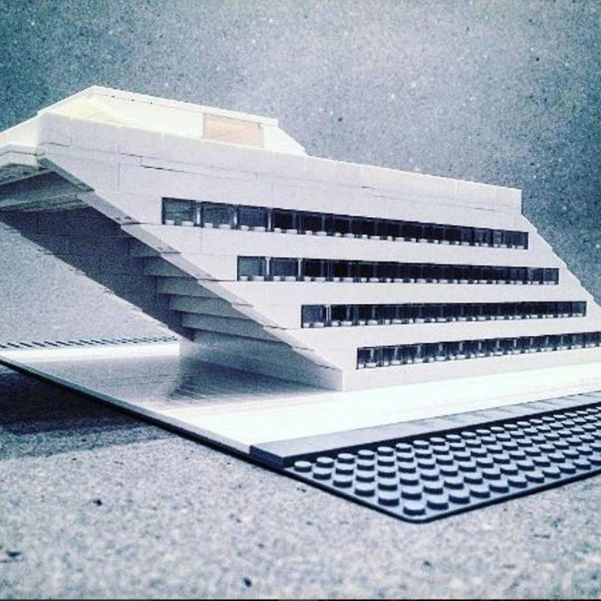 Arquitectura brutalista hecha con Lego 3