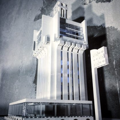 Arquitectura brutalista hecha con Lego 4