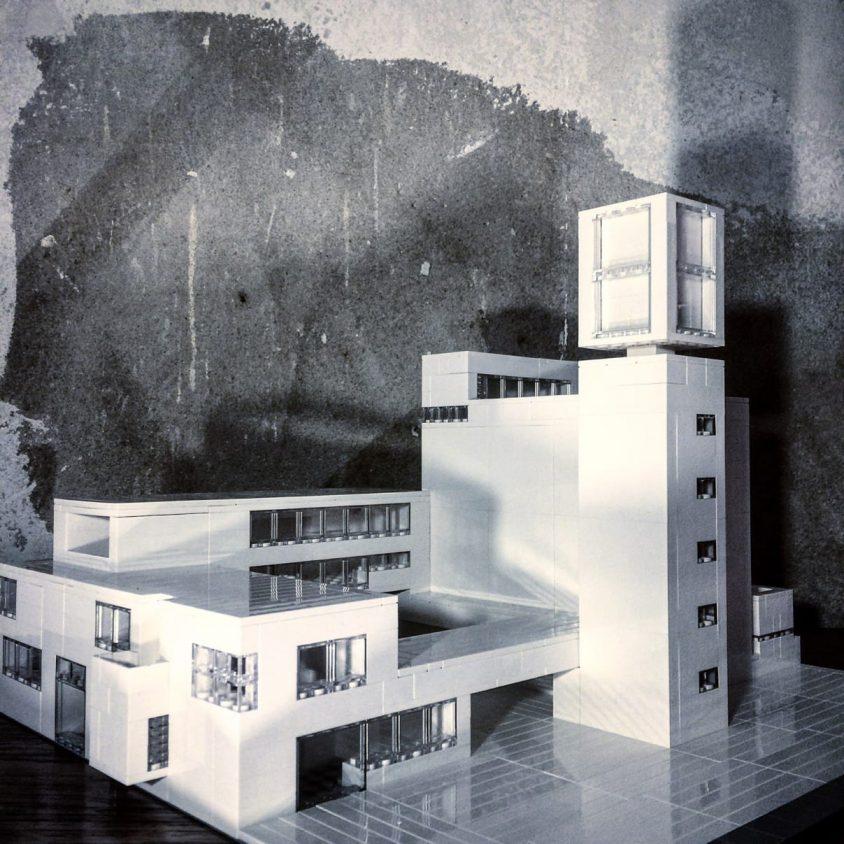 Arquitectura brutalista hecha con Lego 7