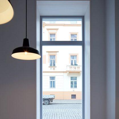 Iluminación personalizada en un Bar de Praga 5