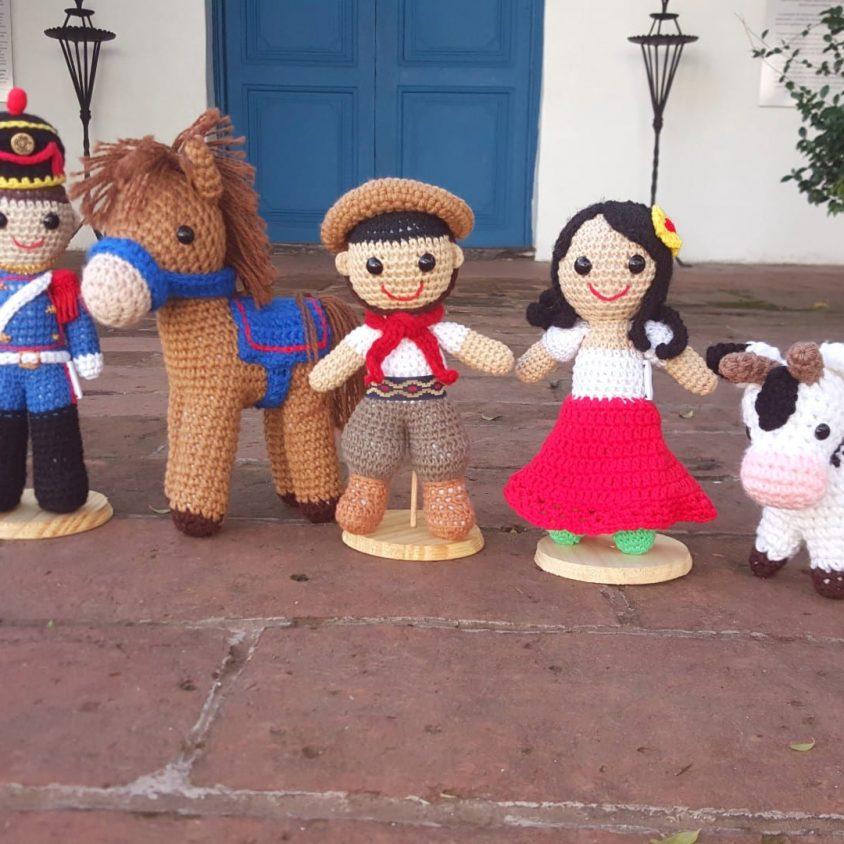 Personajes del Bicentenario en crochet 1