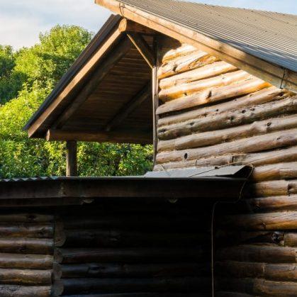 Una cabaña escondida en el bosque 12