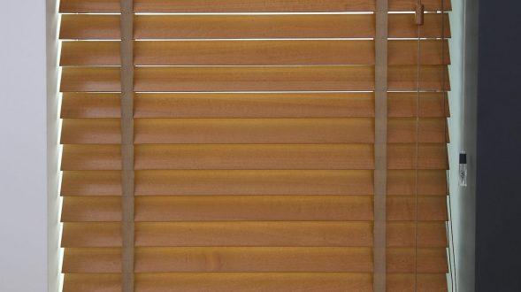 Cortinas horizontales de madera 17