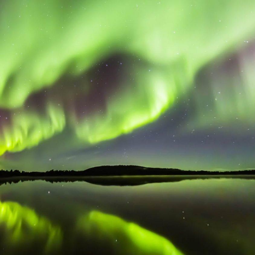 Viendo la aurora boreal desde la cama 6