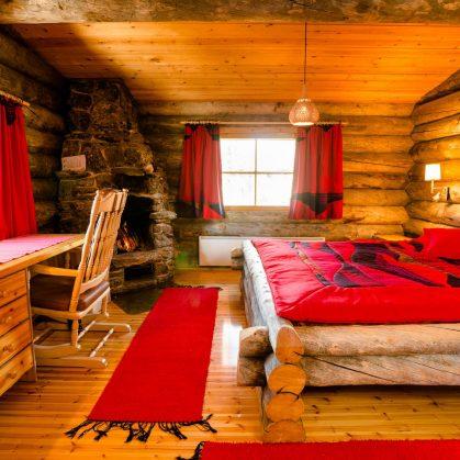 Viendo la aurora boreal desde la cama 15