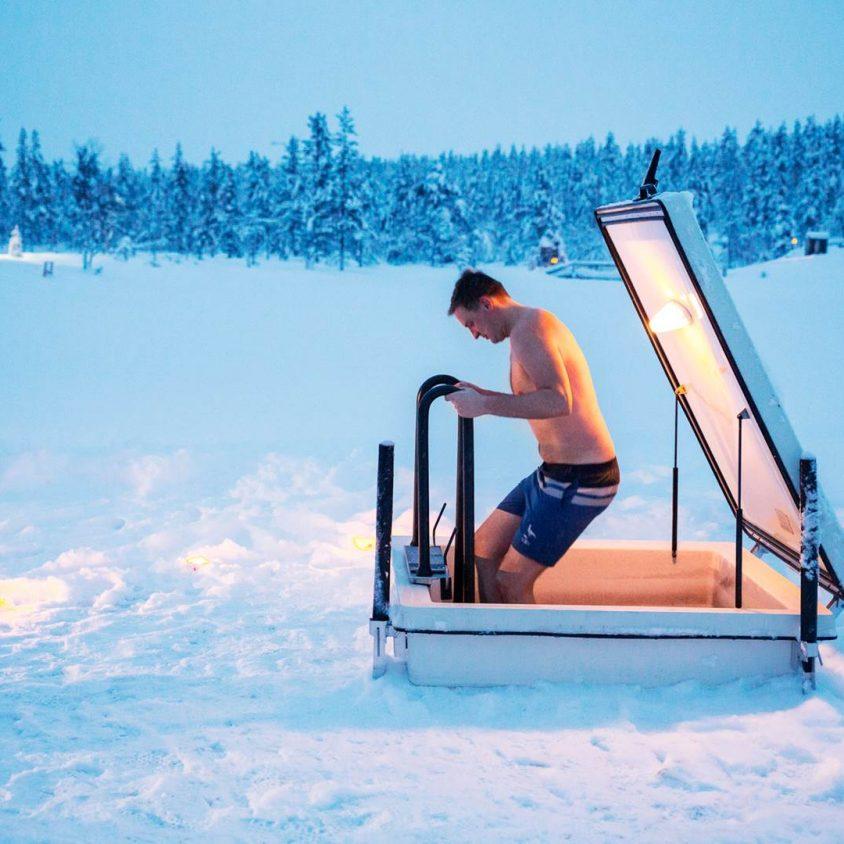 Viendo la aurora boreal desde la cama 21