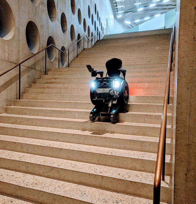Una silla de ruedas todo terreno 6