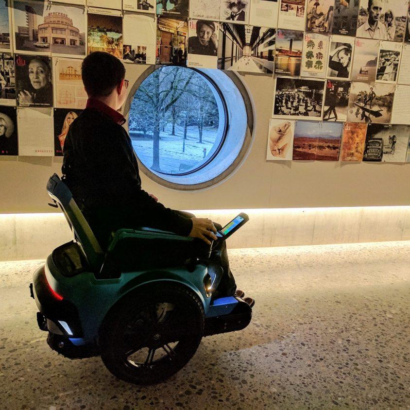 Una silla de ruedas todo terreno 9