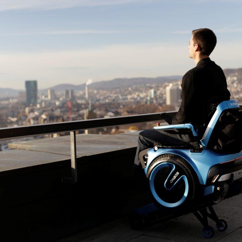 Una silla de ruedas todo terreno 14