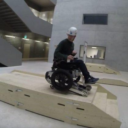 Una silla de ruedas todo terreno 8