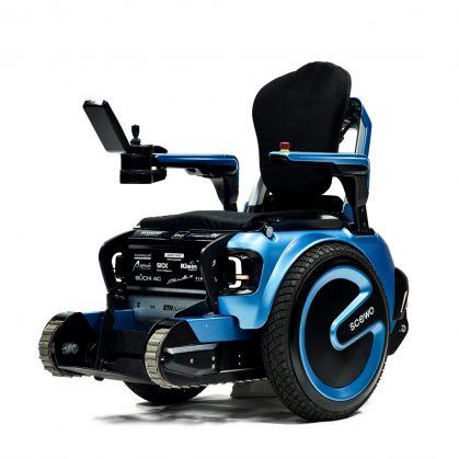 Una silla de ruedas todo terreno 3