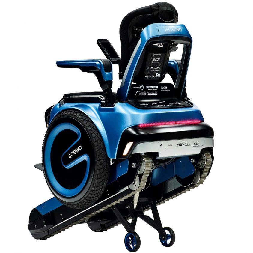 Una silla de ruedas todo terreno 4