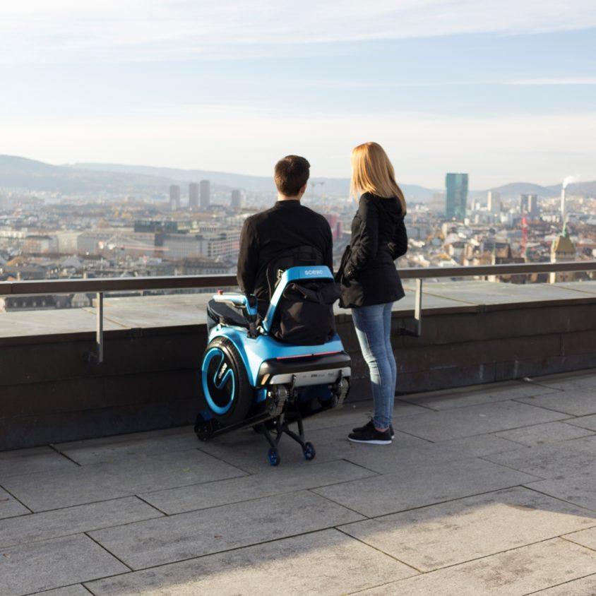Una silla de ruedas todo terreno 13