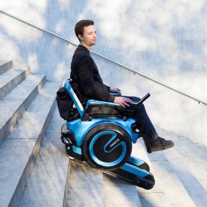 Una silla de ruedas todo terreno 12