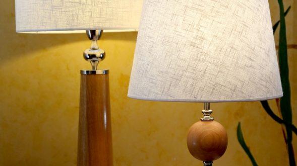 Lámparas de madera y platil. 22