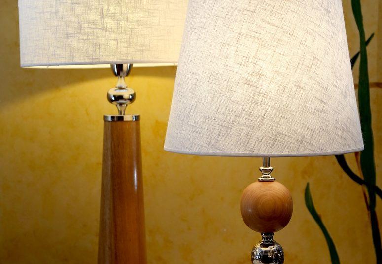 Lámparas de madera y platil. 1