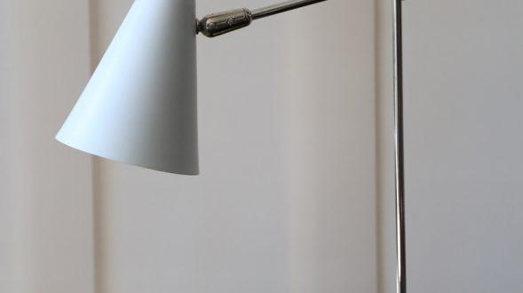 Lámpara de escritorio con brazo móvil 7