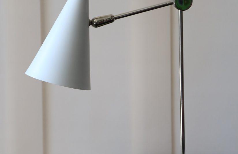 Lámpara de escritorio con brazo móvil 38