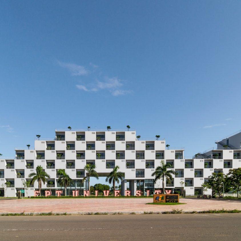 Universidad en Hanoi 3