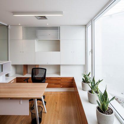 Prinzi - Una oficina entre almacenes 12
