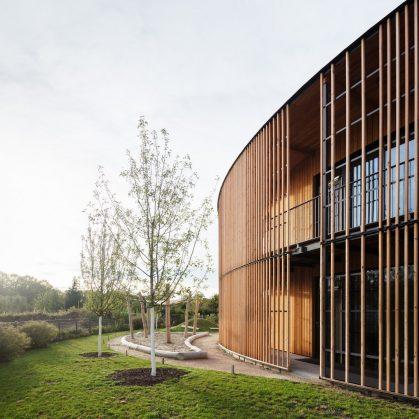 Centro de administración y guardería sustentable 18