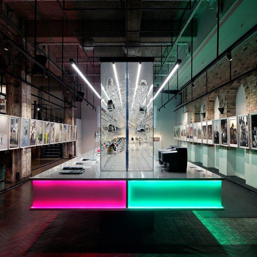 Exhibición SNKR y tienda Pop Up de Adidas 2