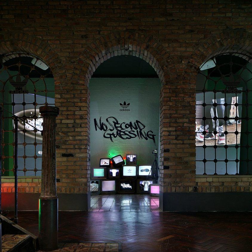 Exhibición SNKR y tienda Pop Up de Adidas 8