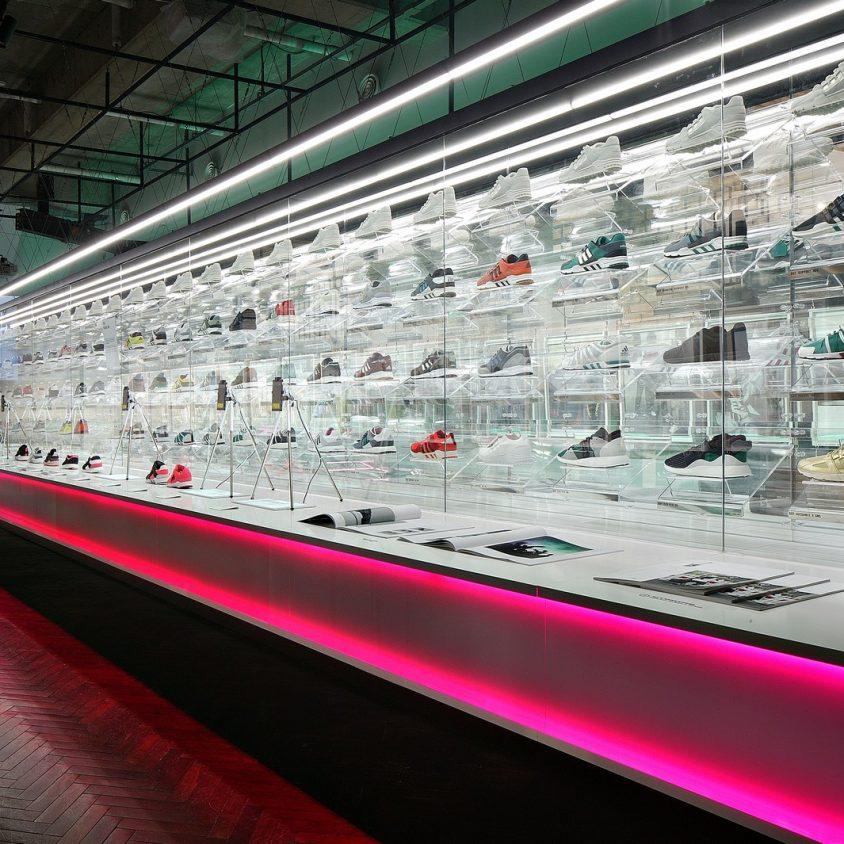 Exhibición SNKR y tienda Pop Up de Adidas 4
