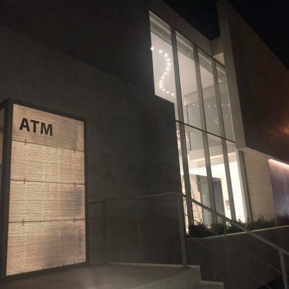 Hormigón traslúcido en el edificio de Capital Bank 9