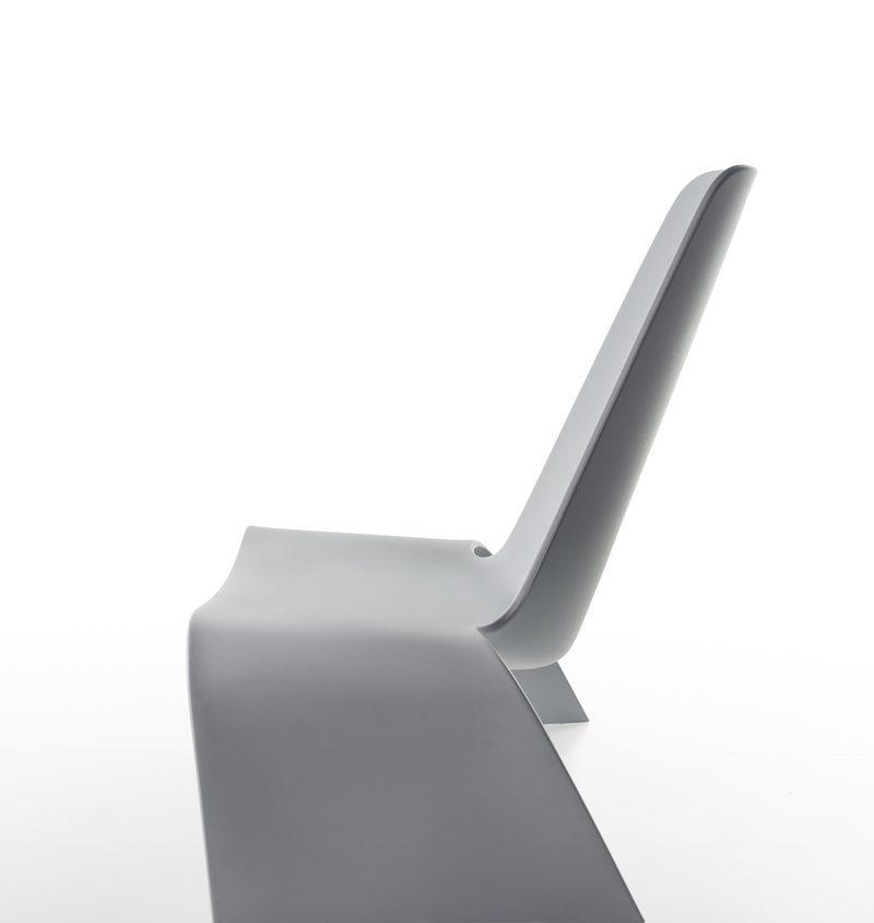 Una silla con estilo de auto deportivo 7