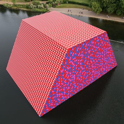 The London Mastaba, arte sobre el agua 2