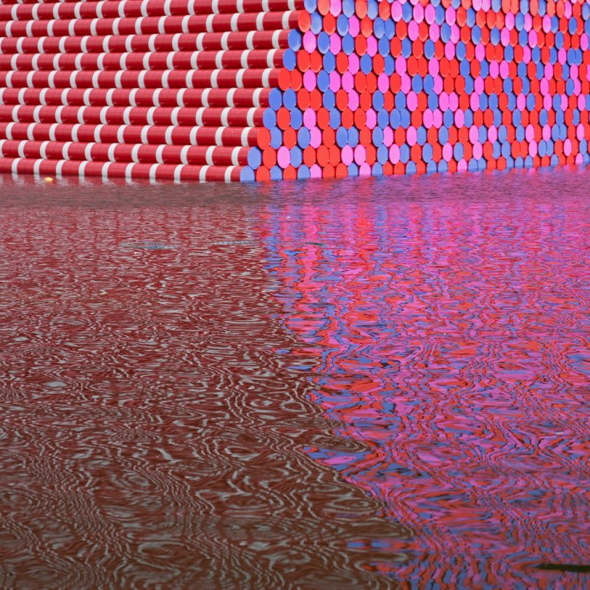 The London Mastaba, arte sobre el agua 6