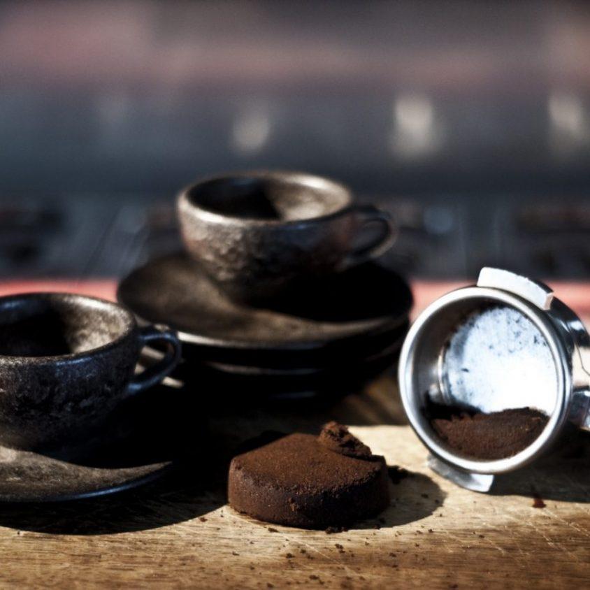 Un vaso de café realizado en café 7