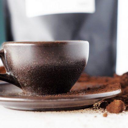 Un vaso de café realizado en café 8