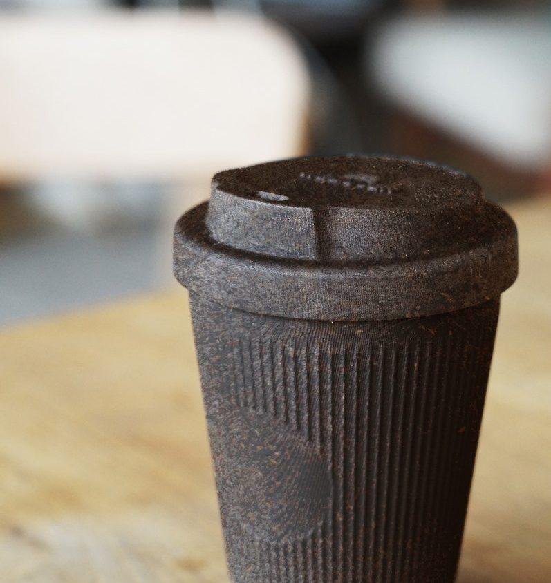 Un vaso de café realizado en café 1