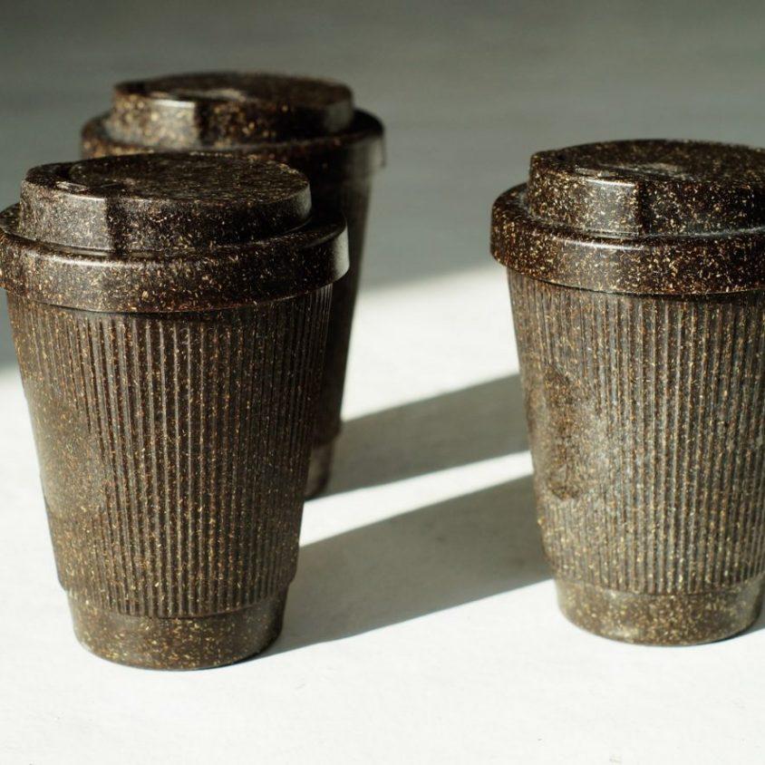 Un vaso de café realizado en café 2