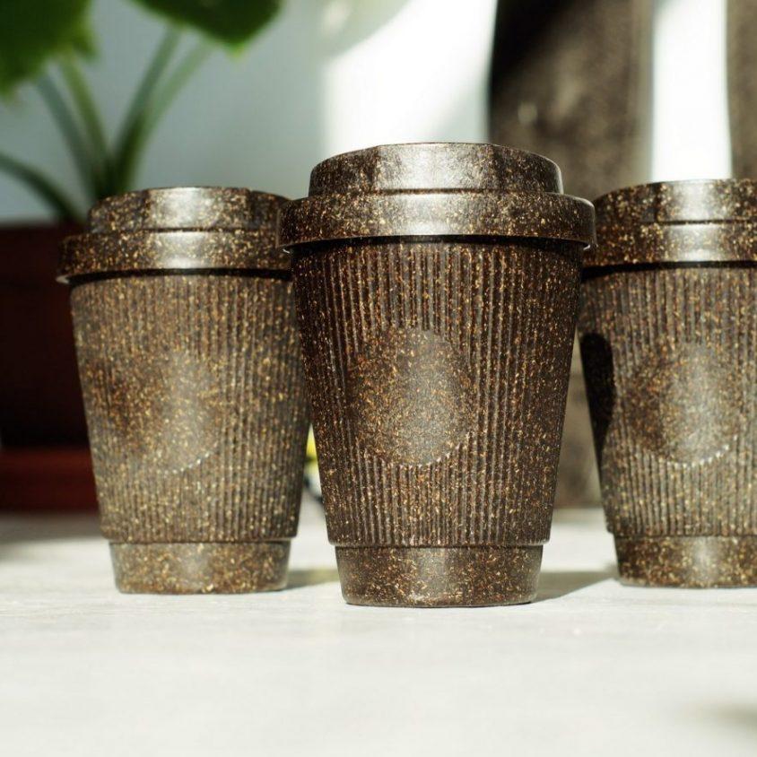 Un vaso de café realizado en café 6