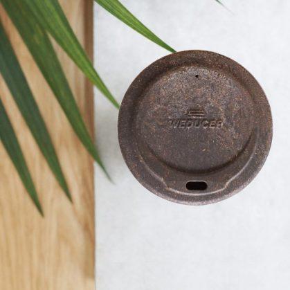 Un vaso de café realizado en café 5