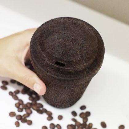 Un vaso de café realizado en café 4