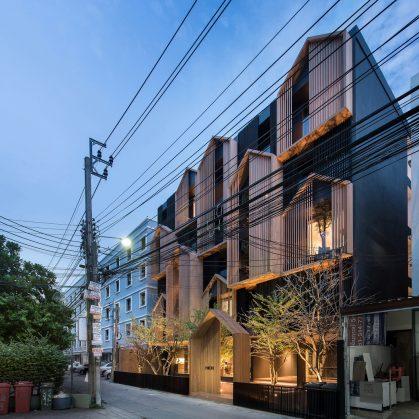 Un edificio con fachada de casa arquetípica 2