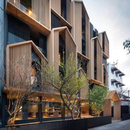 Un edificio con fachada de casa arquetípica 3