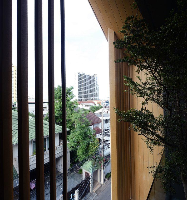 Un edificio con fachada de casa arquetípica 9