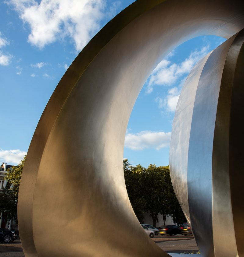 Una cartelera digital escultural 9