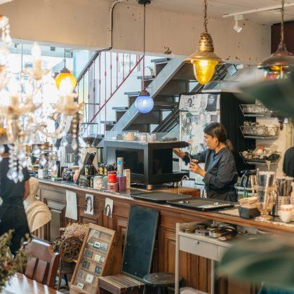 Un restaurante con arte y antigüedades 7