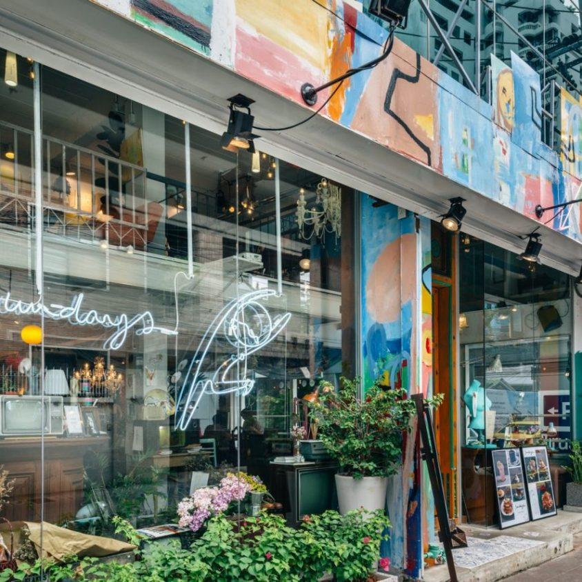 Un restaurante con arte y antigüedades 2