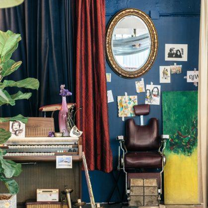 Un restaurante con arte y antigüedades 21