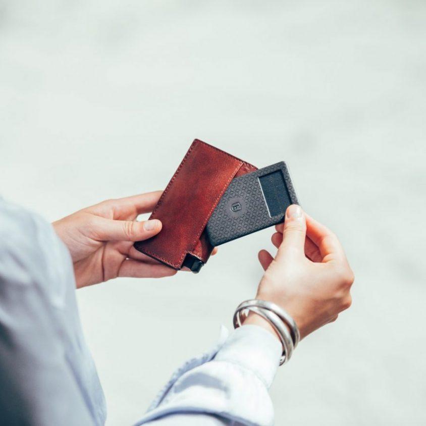 La primera billetera inteligente activada por voz 4