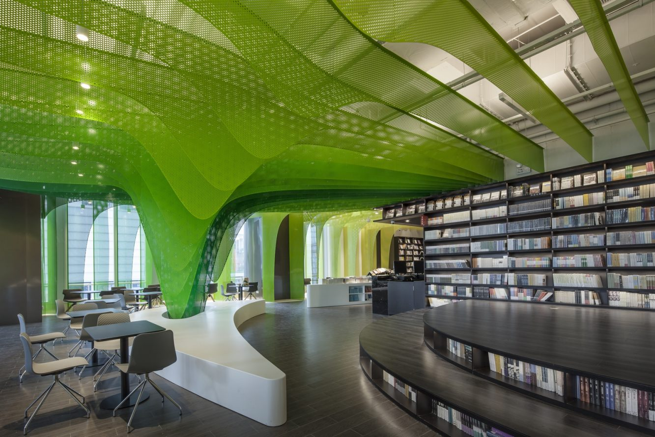 Un arcoiris en la librería Zhongshu 17