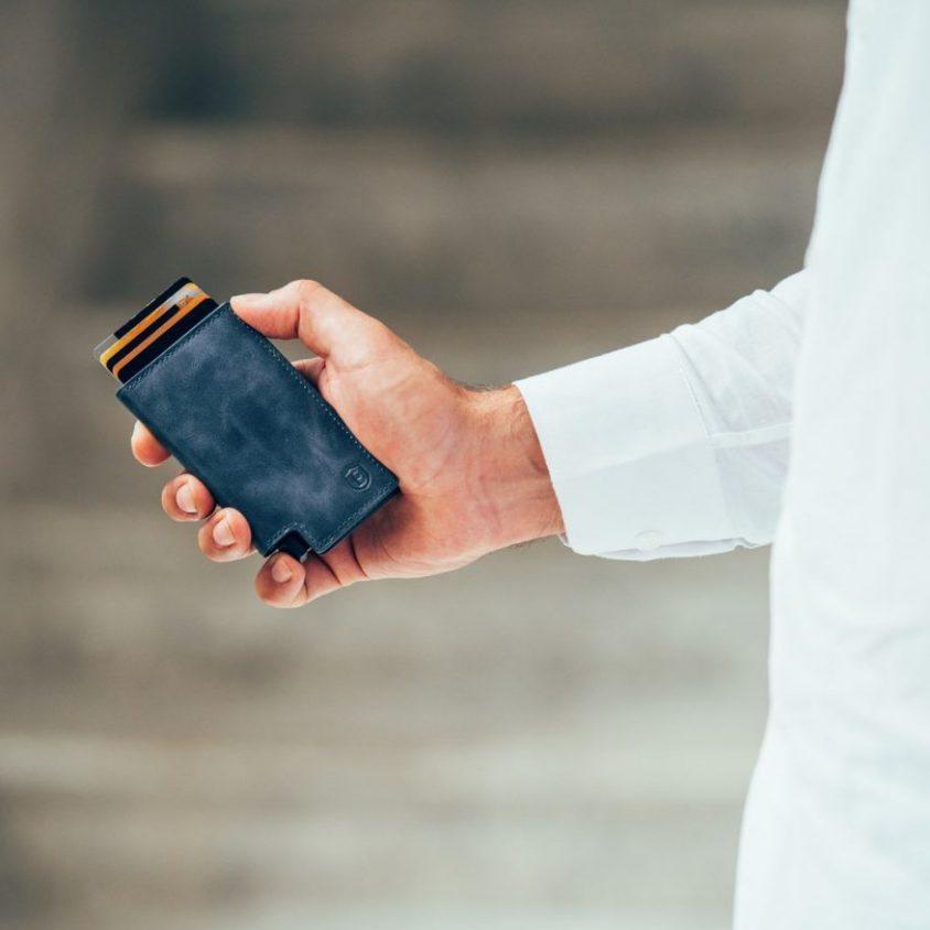 La primera billetera inteligente activada por voz 3